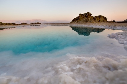 natural magnesium-rich salt lake